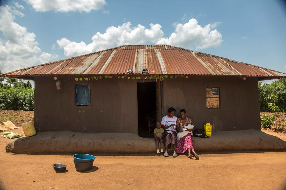 Community health workers go door-to-door providing services in communities such as in Busia, Western Kenya. Photo courtesy of Living Goods